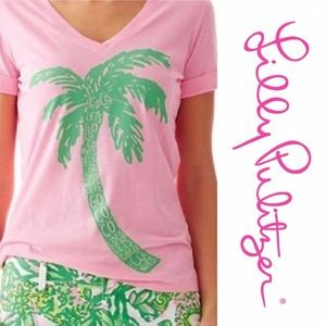 3bc0a2dbbc899 Lilly Pulitzer baby pink graphic tee SzL